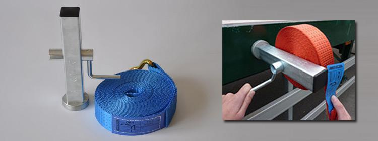 Belt retractor with magnetic base