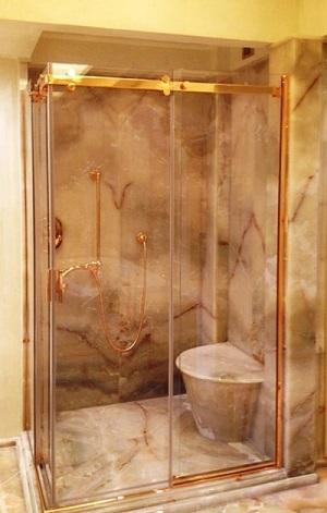 box doccia dorata per hotel