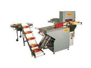 Equipment for bread cutting and packing