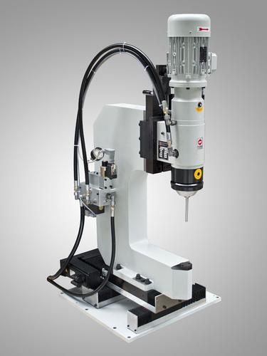 CNC-Nietmaschine