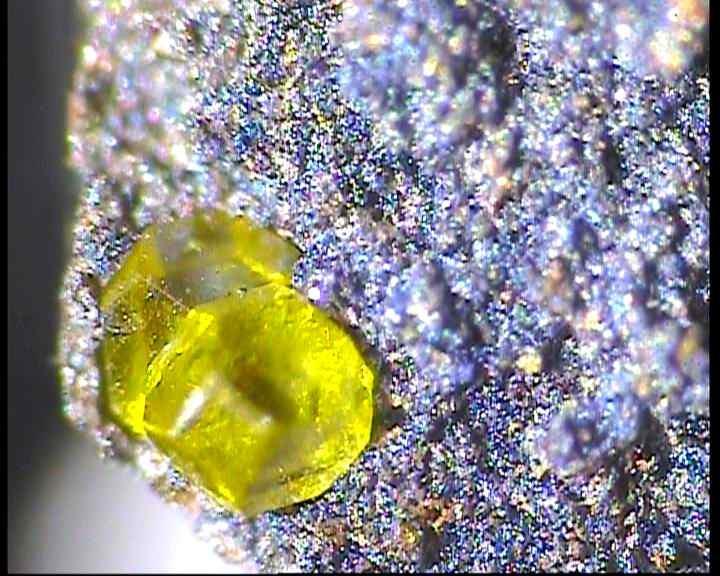 Artificial (glazier's) diamond in abrasive materials