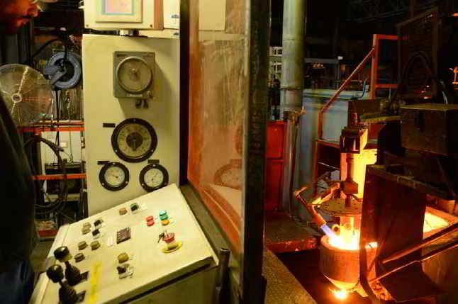 Fonte de métal pour la création d'une pièce de fonderie