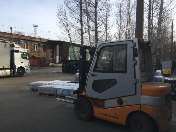 Platform for loading vehicles