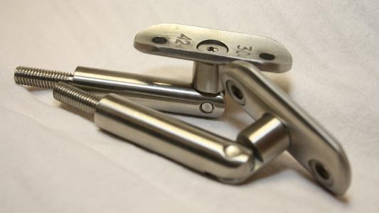 Handlaufhalter aus Edelstahl zur Montage auf Pfosten