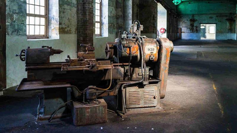 erste Fertigungsmaschine
