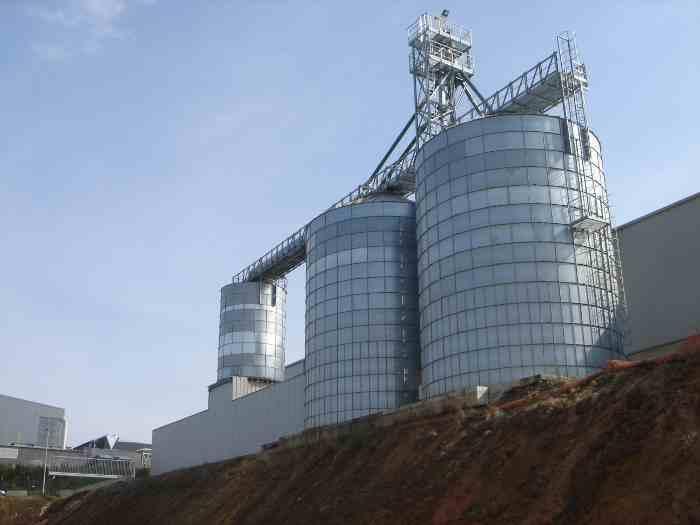2 X 1000 M3 + silo tampon de 250 M3 pour chargement en vrac produit pelletes