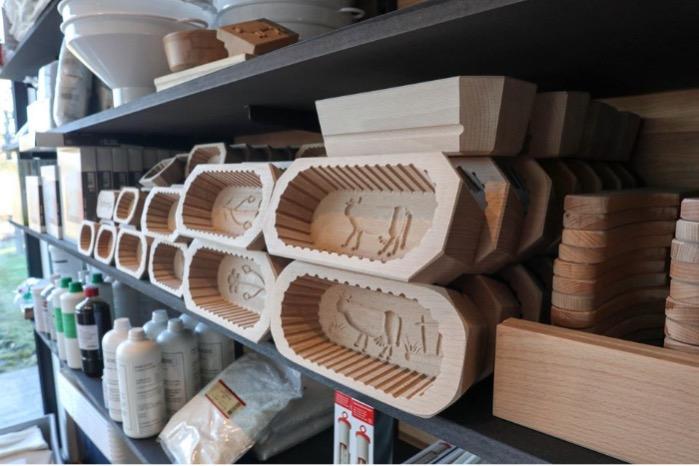 Moules à beurre en bois