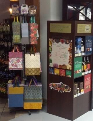 Stand for selling paper gift bags
