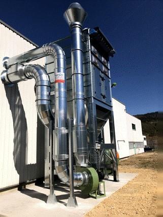 Système de filtration en dépression pour poudres et composants plastiques système avec décolmatage par air comprimé. avec possibilité de recevoir une benne sous filtre, bac de récolte.