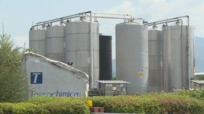 Commercializza all'ingrosso prodotti chimici per l'industria.