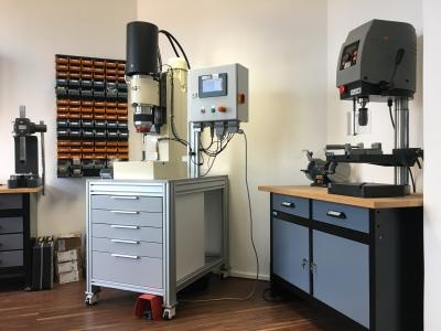 Workshop: hydraulic radial riveting syst