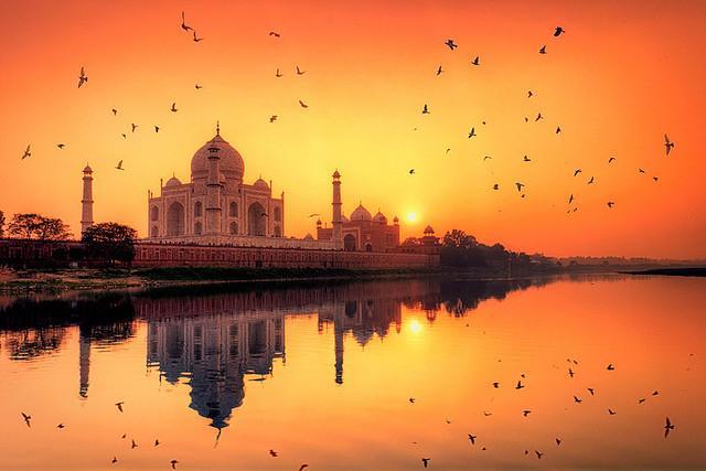 Private Sunrise Taj Mahal tour