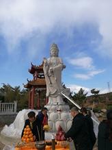 Congratulate Haobo on installing buddha statue successfully