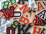 Lettere e numeri di tessuti vari e diverse misure