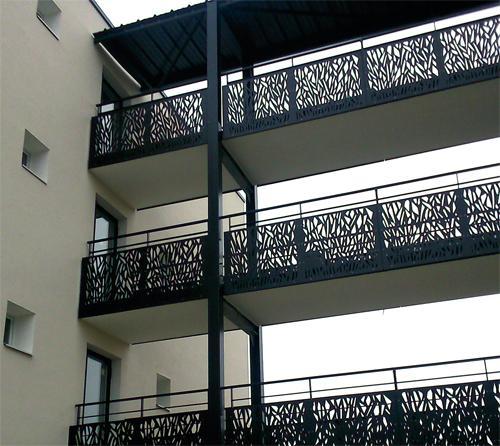 Protection de balcon - cheminement sur passerelle