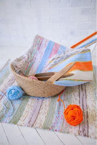 Handloom rug made of 100% cotton. Unique design