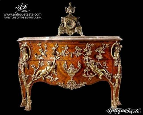 Regency commode a pipee des oiseaux by Charles Cressent