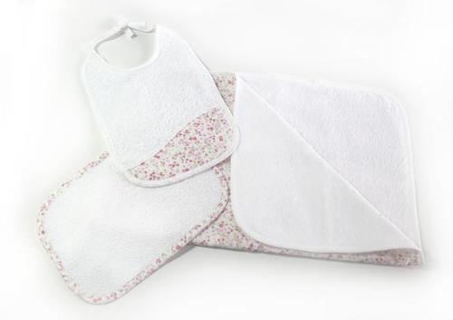 toalla de baño, toallita y babero