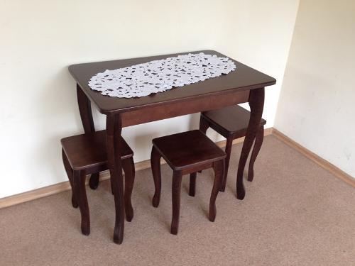 Стол и 4 табуретки с дерева от производителя