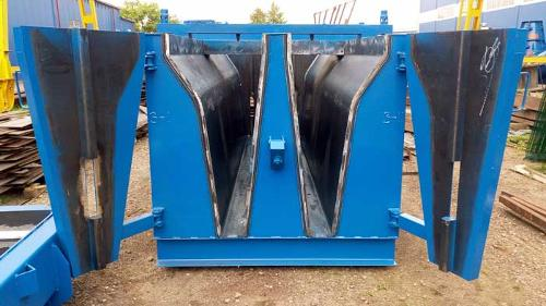 """Steel moulds for """"New Jersey"""" traffic barriers"""