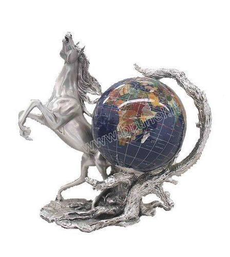 Cavallo rampante con globo