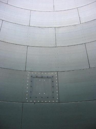 Storage silos for all bulk products - Height of 9.4 m.