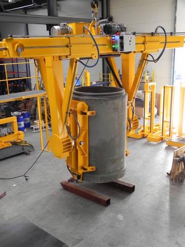 Demoulding and tilting vacuum lifter