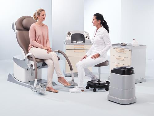 Examination and treatment chair for gynaecology